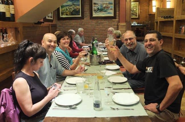 Chegada a Málaga, briefing de segurança e jantar de boas vindas